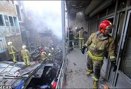 کارگاه مبل سازی ۲ هزار متری در خیابان دماوند آتش گرفت