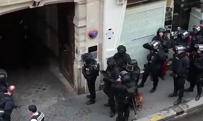 گروگانگیر مسلح در پاریس که خواستار مذاکره با مقامات سفارت ایران بود بازداشت شد