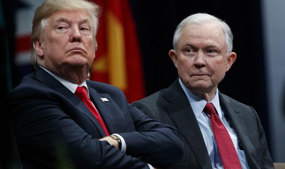 ناراضی از ادامه تحقیقات تبانی ترامپ با روسیه، ترامپ روز بعد از پیروزی دمکراتها در مجلس آمریکا، وزیر دادگستری را اخراج کرد