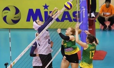 سومین پیروزی والیبال بانوان ایران در قهرمانی آسیا علیرغم گرمای هوا و حجاب