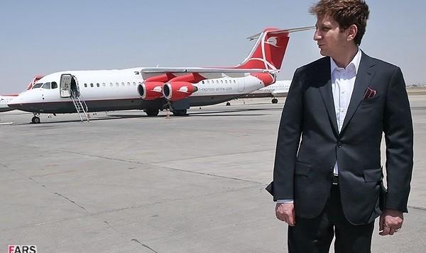 مسئولان هواپیمایی قشم: بقیه راه را با اتوبوس بروید! فرود اضطراری پرواز تهران - بندرعباس در یزد در پی برخاستن دود از موتور هواپیما