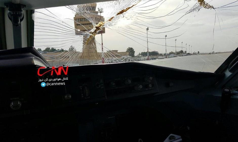 به خاطر شرایط خطرناک ۳ پرواز به جای اصفهان در شیراز نشستند / شیشه جلوی هواپیما کیش - ایر شکست! فرود اضطراری در اصفهان