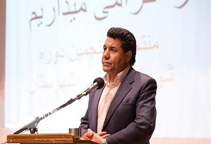 بازداشت رضا مهرداد، سخنگوی شورای اسلامی نیشابور به دلیل انتقاد از مداح محمود کریمی: اگر حسین نبود. چطور اینگونه مردم را تحمیق میکردید؟