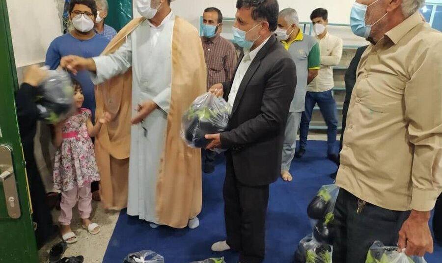 ماجرای توزیع جنجالی بادمجان توسط یک امام جمعه در بین نیازمندان بوشهری