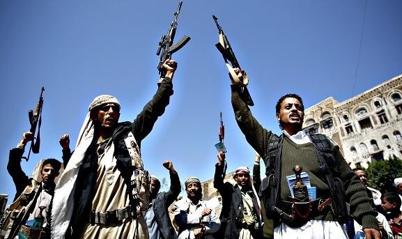 شبهنظامیان حوثی حامی ایران در بندر حدیده در محاصره ائتلاف به رهبری عربستان