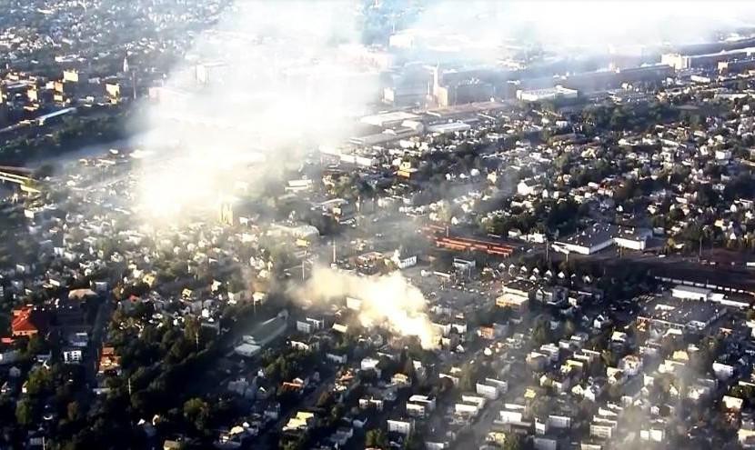 یک رشته انفجار ٦٠ تا ١٠٠ منزل مسکونی در حومه شهر بوستون ماسوچوست را به آتش کشید: ده ها مجروح و یک کشته و قطع برق و گاز