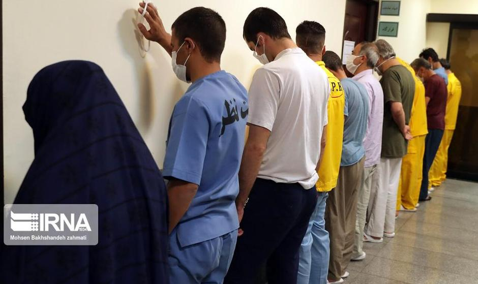 بزرگترین باند پولشویی کشور در فرودگاه مشهد لو رفت: ۱۰۰ هزار برگه چک در دستان ۱۰۲ کلاهبردار