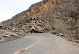 باز هم ریزش سنگ در جاده کرج - چالوس در محدوده سه راهی دیزین