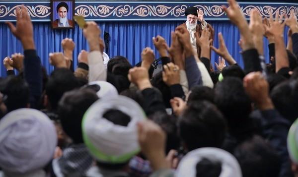 آیتالله خامنهای: «مرگ بر آمریکا» یعنی مرگ بر ترامپ و بولتون و پومپئو، با ملت آمریکا کاری نداریم