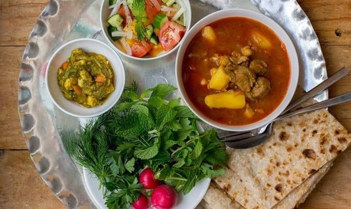 چشیدن غذای ایرانی