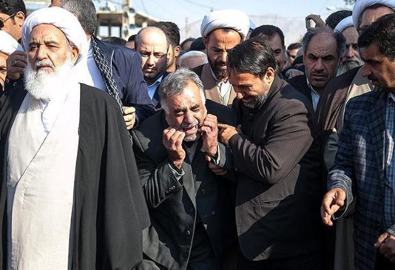 تصاویر تشییع پیکر مامور انتظامی که توسط معترضین در جریان تظاهرات ...