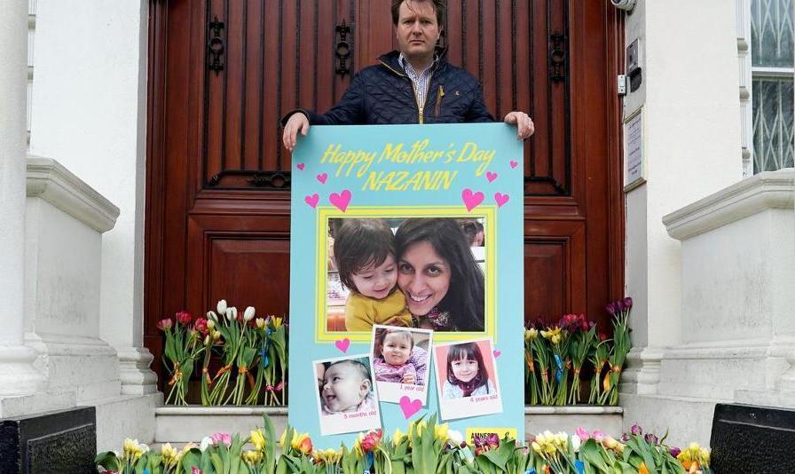 بستن موقت ورودی سفارت ایران در لندن: همسر نازنین زاغری مقابل سفارت اعتصاب غذا کرد