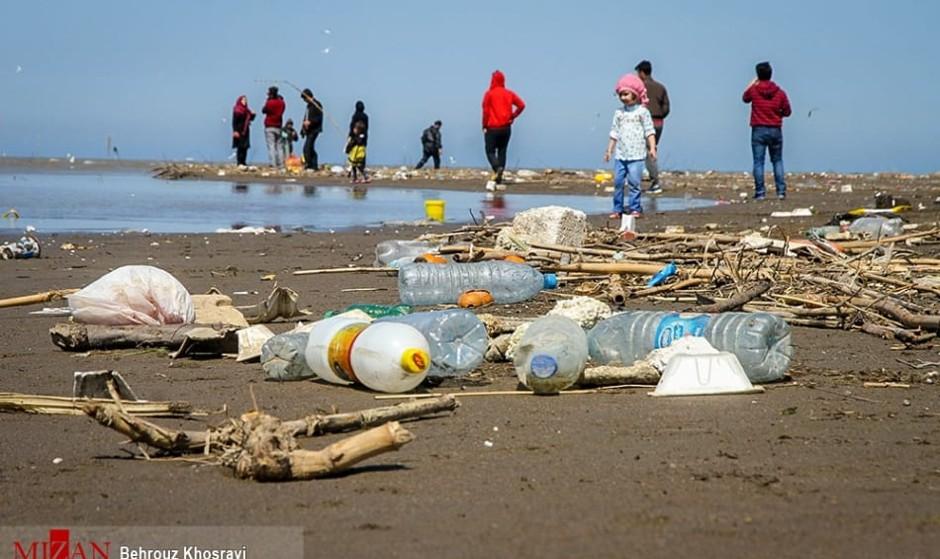 ایران را زباله دانی و کم آب نکنیم: درخواست محیط زیست برای کاهش مصرف کیسه های پلاستیکی: صنعت پتروشیمی بسیار آب بر است