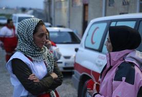 سلفی خانم بازیگر به عنوان یک داوطلب هلال احمر در گلستان
