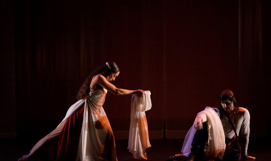 اجرای نمایش سنگ اسکارلت (مهره سرخ)