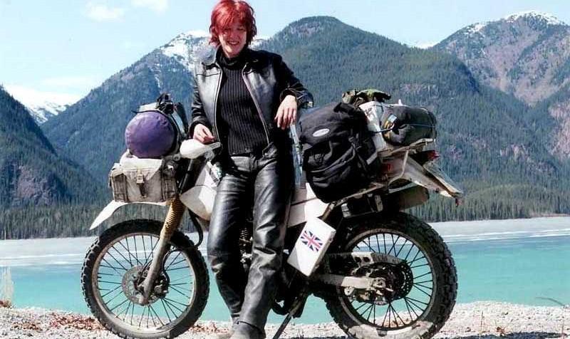 زن موتور سوار انگلیسی در جادههای ایران