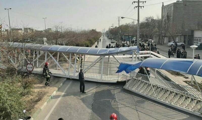 سقوط پل هوایی در مشهد در اثر برخورد کامیون: ۷ نفر زخمی شدند+فیلم و عکس