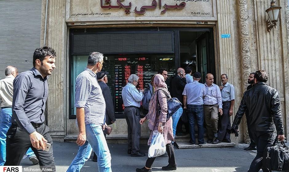 دلار باز رکورد زد: خطر پیش روی اقتصاد وابسته به دلار ایران و فرار ثروت متمولین