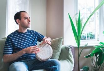 یک کرد ایرانی پناهنده به بریتانیا برنده جایزه معادل ...