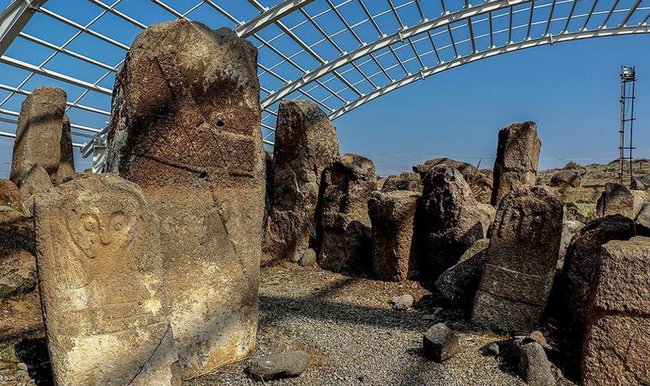 تصاویر تمدن باستانی ۸ هزار ساله «سنگ افراشتهها»ی انساننما در مشگین شهر