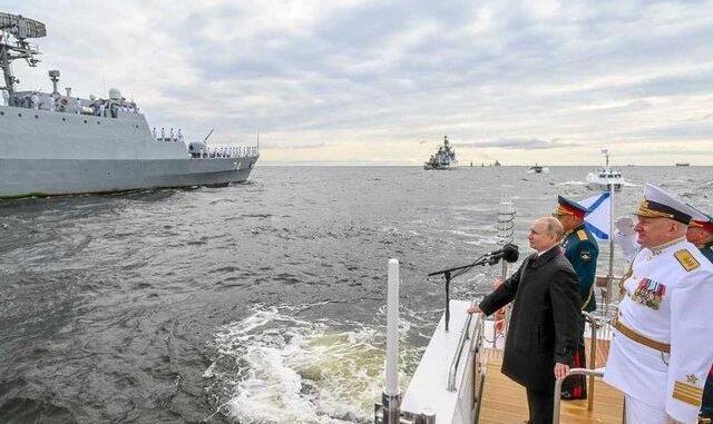 شرکت سمبولیک ناوهای ایرانی در  رژه دریایی با حضور پوتین