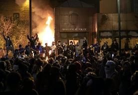 فیلم: در پی قتل مظلومانه یک سیاهپوست به دست پلیس، معترضان سیاه و سفید علیرغم حضور ارتش مرکز پلیس مینیاپولیس را آتش زدند
