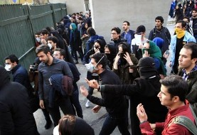 نامه ۵۰۰ فعال دانشجویی به روحانی: امروز نیروی انتظامی و وزارت اطلاعات شما برای بستن دهانها دست به یکی کردهاند و شما فقط تکذیب میکنید