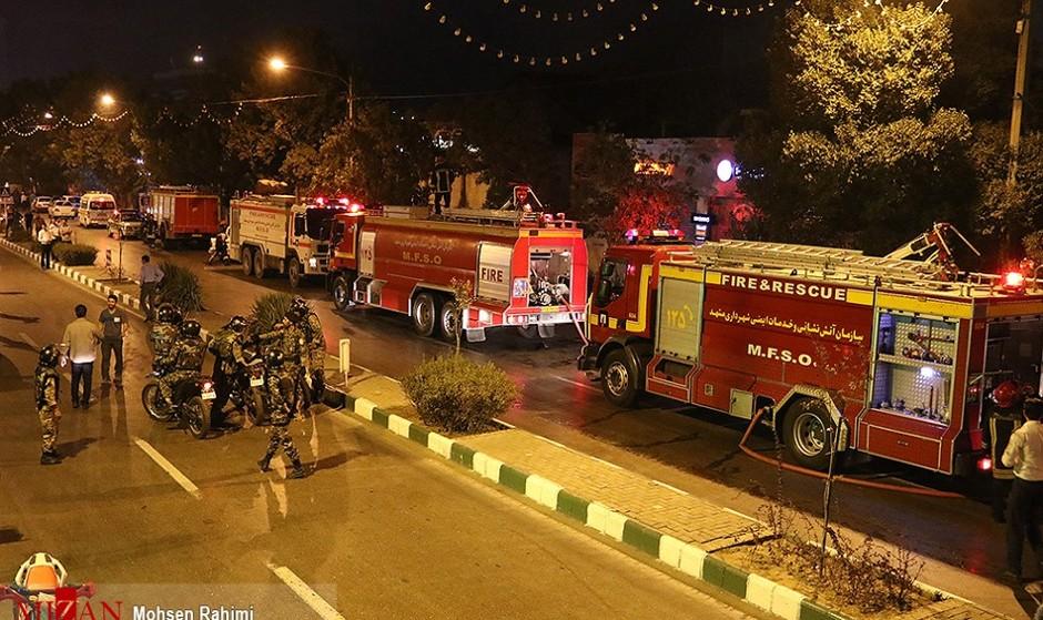 آتش در یک مجتمع مسکونی ۱۰ طبقه در تهران: نجات ۴۰ نفر از ساکنان ساختمان
