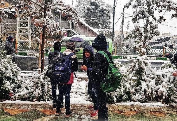 مدارس و فرودگاه مهرآباد تهران بعلت بارش برف تعطیل شد
