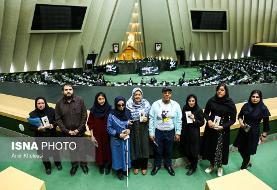 تصاویر حضور زنان مظلوم ایرانی قربانی اسیدپاشی در جلسه علنی مجلس همزمان با طرح مجازات اسیدپاشی