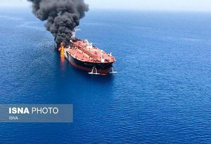 آتش سوزی تانکر نفت عازم ژاپن در دریای عمان همزمان با دیدار نخست وزیر ژاپن با رهبر ایران: نجات ۴۴ دریانورد خارجی توسط ایران
