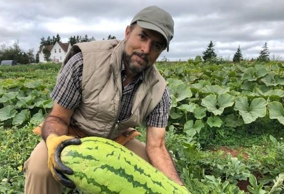 چگونه مهاجر ایرانی صاحب یکی از بزرگترین مزارع ارگانیک کانادا ...