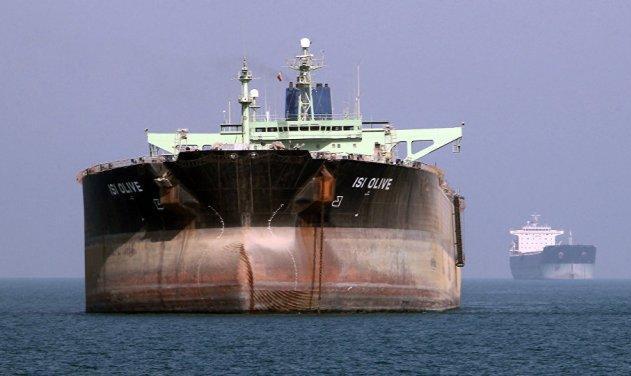 ایران و آمریکا به سمت رودررویی؟ عبور چهارمین نفتکش ایرانی از تنگه جبل الطارق علیرغم تهدید ناوهای آمریکایی