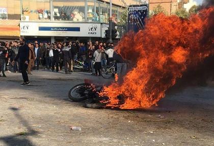 در جریان حمله مسلحانه  به کلانتری ۲۴ الهیه و تظاهرات کرمانشاه افسر نیروی انتظامی کشته شد