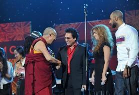هنرنمایی اندی در کنسرت بینالمللی صلح جهانی (ویدئو)