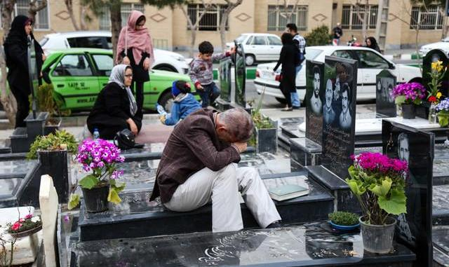 یاد و دیدار عزیزان غایب در روزهای آخر سال: ترافیک سنگین در مسیرهای منتهی به بهشت زهرا