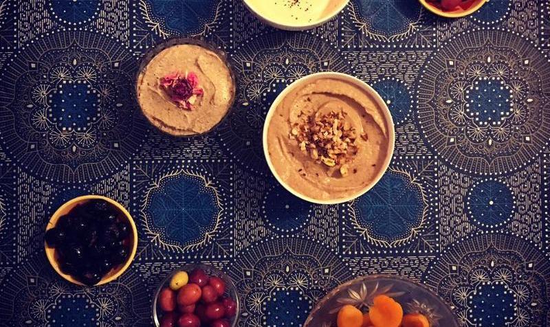غذاهای لذیذ خاور میانه: میزگرد و چشیدن غذا