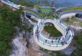 تصاویر افتتاح پل گردشگری جدید در چین که از زمین یک هزار و ۱۰ متر فاصله دارد!