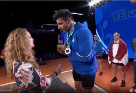 Iranian Weightlifting Champion Awkwardly Refuses Handshake with the Medals Lady (Video)