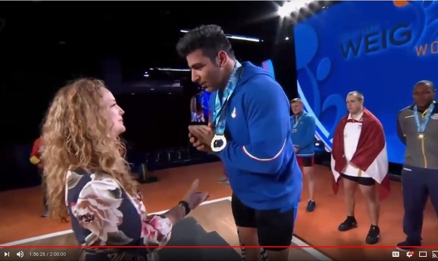 Iranian Weightlifting Champion Awkwardly Refuses Handshake with ...