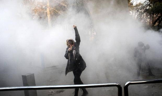 واکنش معاون روحانی به شایعه بدرفتاری با بازداشت شدگان تظاهرات: پیگیری وضعیت زنان بازداشت شده