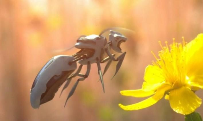 اول محیط زیست و زنبورهای عسل را نابود کردند بعد با زنبور روباتیک گردهافشانی میکنند! اختراع جدید وال مارت
