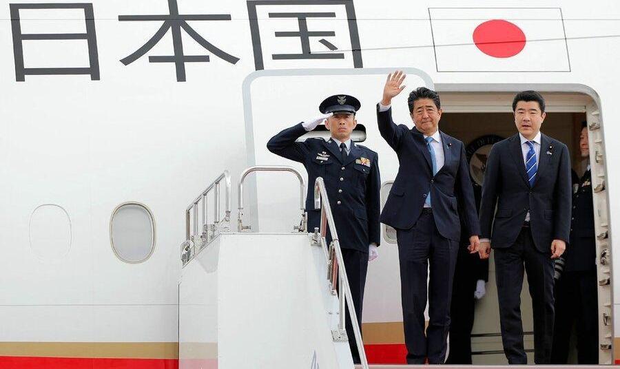 نخست وزیر ژاپن برای کاهش تنشهای منطقهای و دیدار با رهبر ایران وارد تهران شد