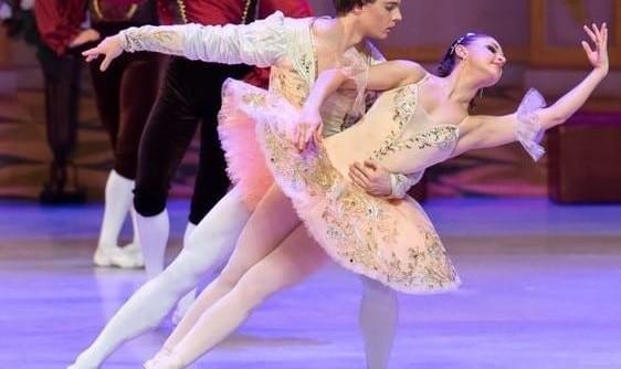 باله با شکوه و نمایشی سیندرلا برای همه اعضای خانواده با هنرنمایی بالرین زیبای روسی الیزاوتا میرنوا