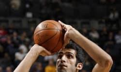 شب ایرانیان در بازی بسکتبال و حمایت از حامد حدادی