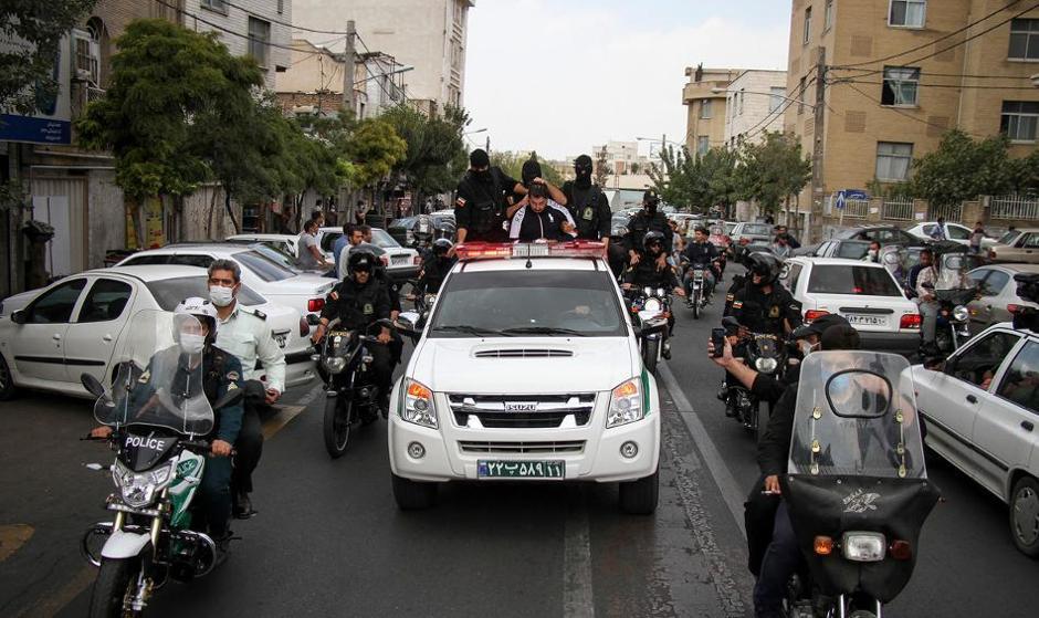 دلیل تیراندازی پلیس در  خیابان دانشگاه مرکز تهران چه بود؟