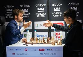 قهرمان شطرنج جهان: از استعداد فیروزجا شگفت زده ام و پیش بینی می کنم قهرمان جهان شود