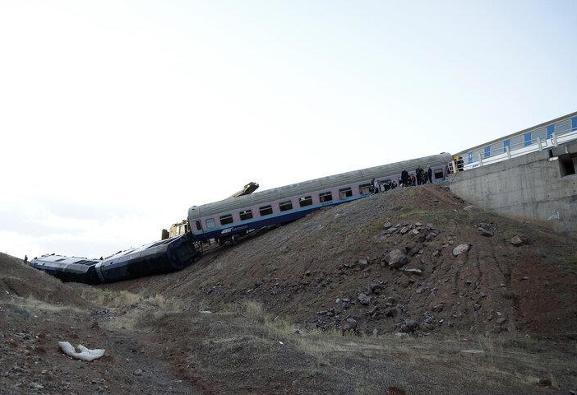 خروج ١٠ واگن قطار از خط در مسیر قم - آپرین