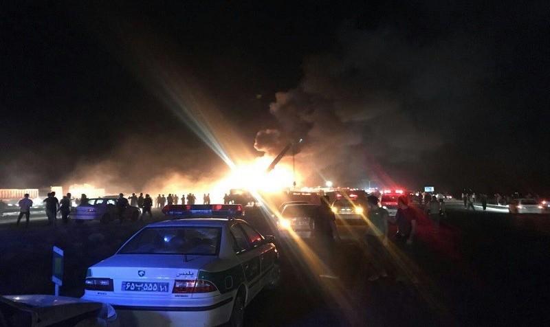 اجساد حادثه برخورد انفجاری تانکر نفت و اتوبوس نطنز شناسایی شدند