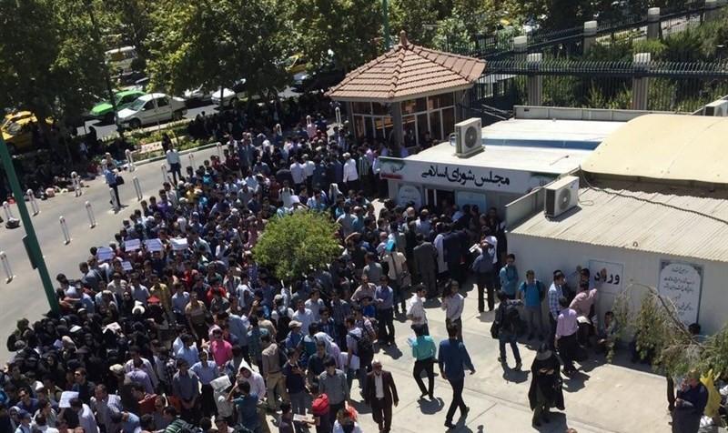 مجلس به دنبال حذف مجوز برای تجمعات اعتراضی است